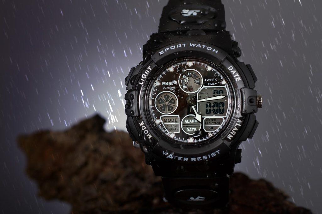 濡れた腕時計