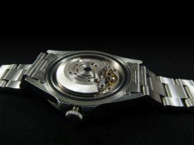 腕時計の裏ケース