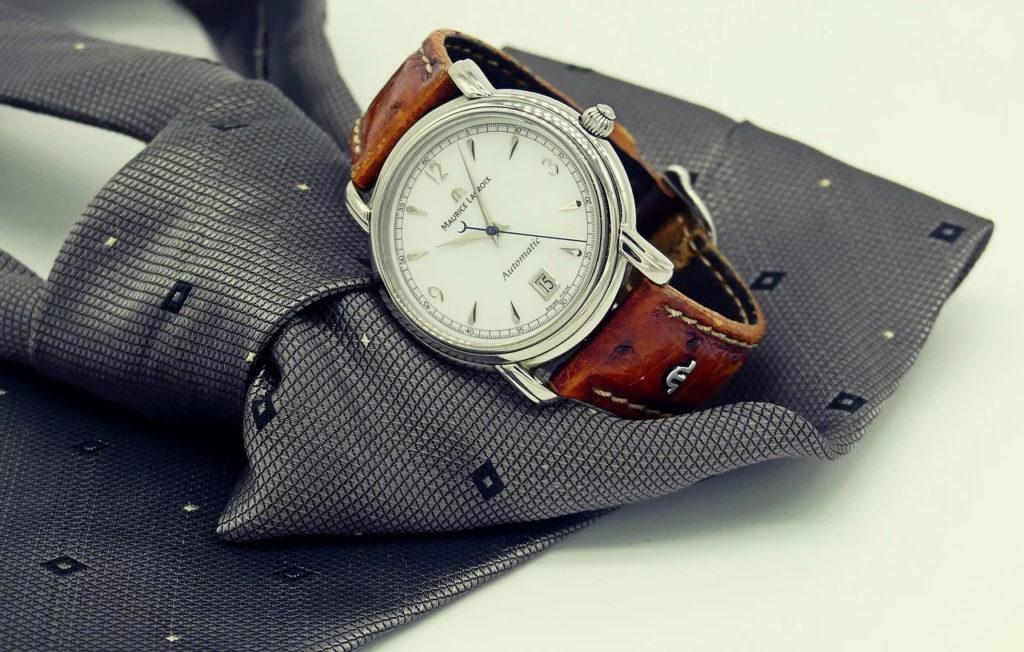 スーツに合わせた腕時計